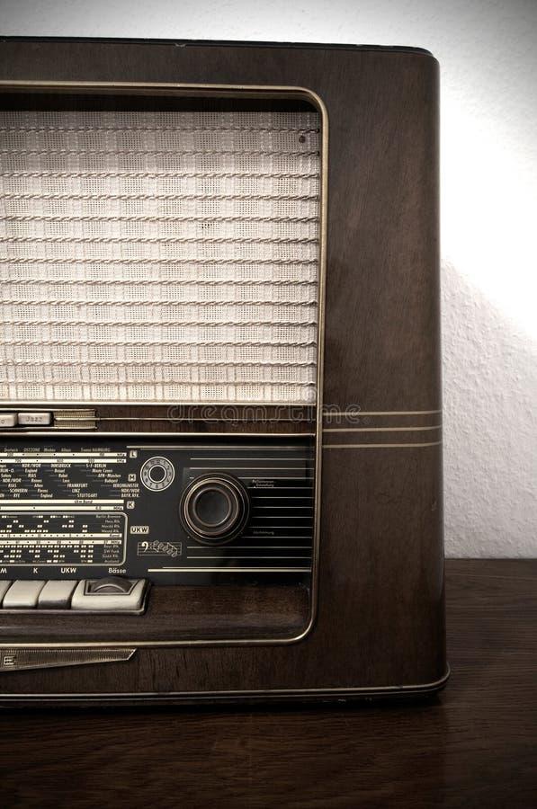 Free Vintage Radio On Wooden Dresser Royalty Free Stock Images - 29120619