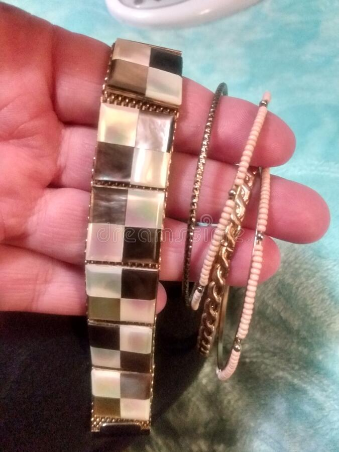 Vintage Rare, una di quelle specie, autentica madre di Pearl Tile Design su Mesh Goldtone Bracelet fotografie stock libere da diritti
