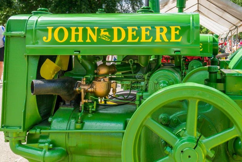 Vintage restaurado John Deere Trator fotos de stock