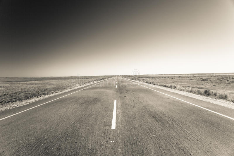 Vintage reto do horizonte da estrada fotografia de stock royalty free