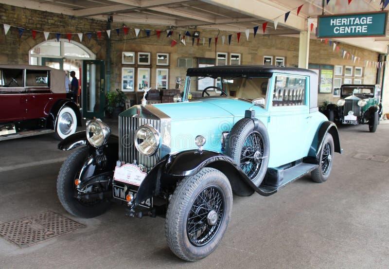 Vintage Rolls Royce en la plataforma, estación de Carnforth imagen de archivo