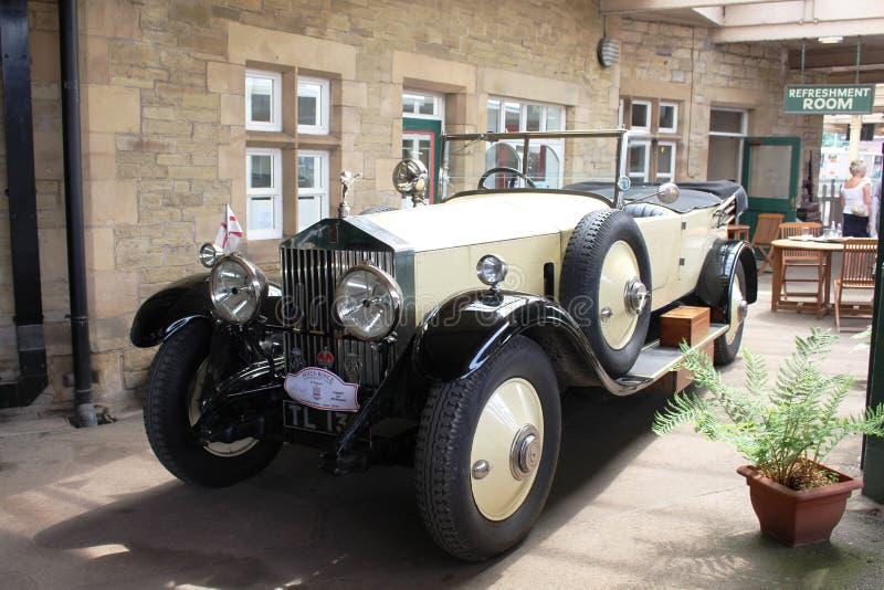 Vintage Rolls Royce en la plataforma, estación de Carnforth foto de archivo libre de regalías