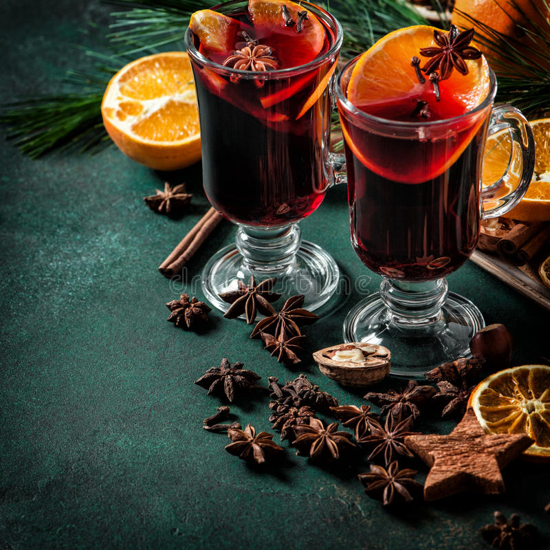 Vintage rouge chaud de boissons de Noël de poinçon d'ingrédients de vin chaud image stock