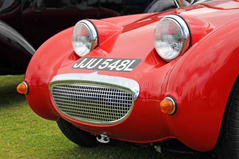 Vintage rouge emballant la voiture de sport photos stock