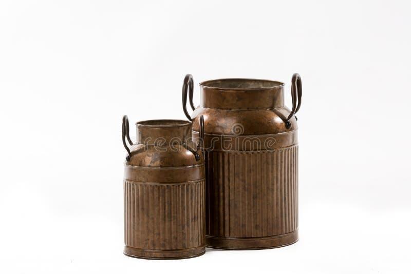 Vintage Rusty Old Fashioned Milk Cans rétro photographie stock libre de droits