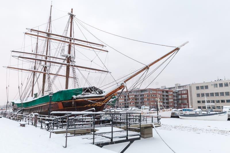 Vintage Segelschiff ist in Turku verpachtet stockfotografie