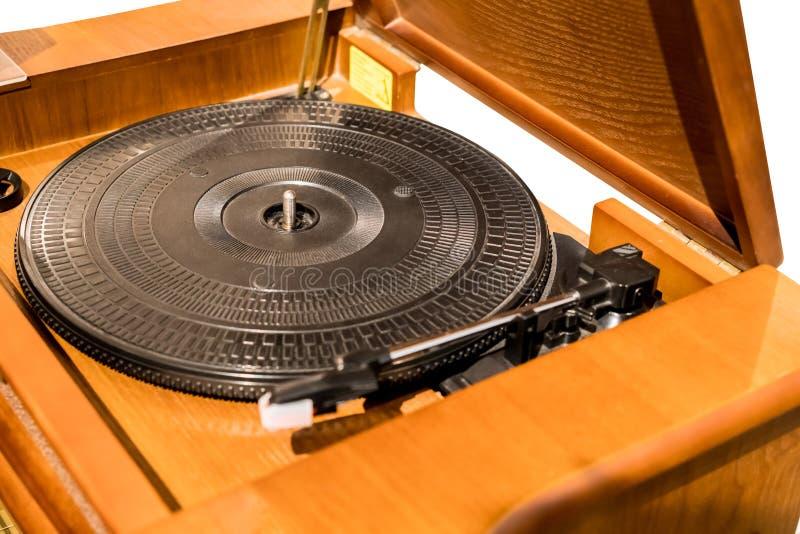 Vintage semblant le tourne-disque de plaque tournante en bois de vinyle image stock
