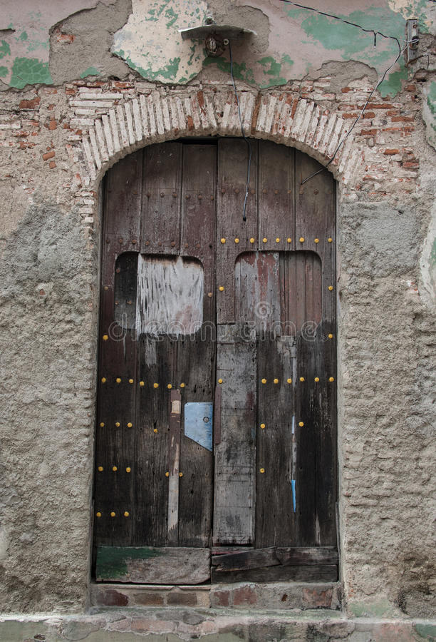 Vintage spanish colonial doors and windows in camaguey for Colonial windows and doors