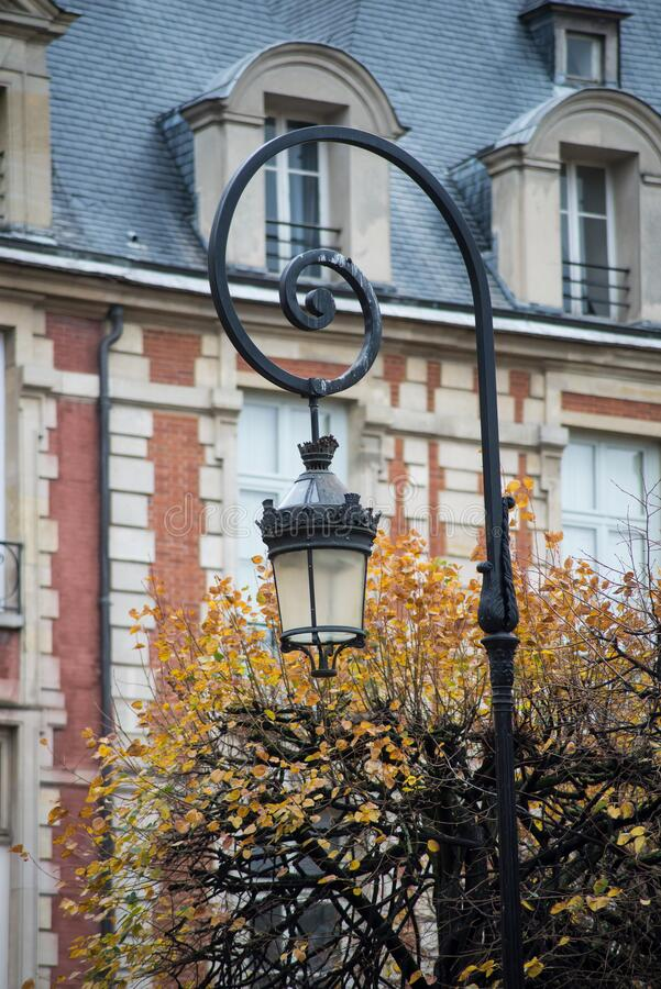 Free Vintage Street Light In Vosges Square In Paris Royalty Free Stock Photo - 200365755