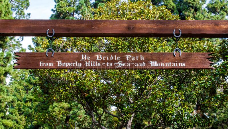 Vintage wooden sign at the Bridle path in Beverly Hills, California USA stock foto