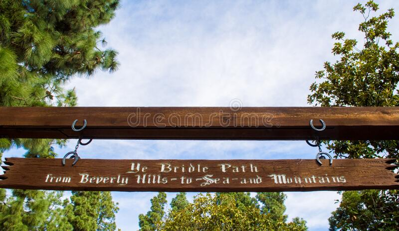 Vintage wooden sign at the Bridle path in Beverly Hills, California USA stock fotografie