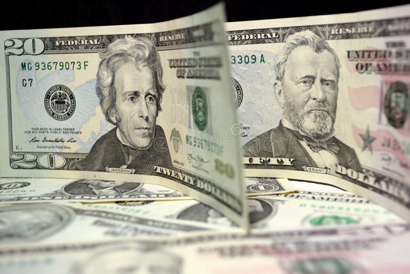Vinte e cinqüênta notas de dólar perto acima foto de stock royalty free