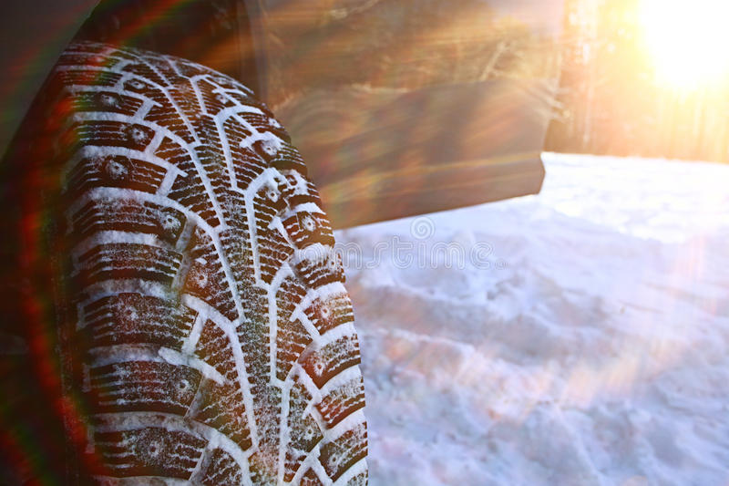 Vinter dubbade gummihjul arkivfoton