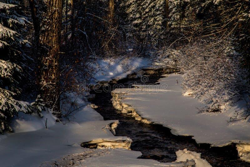 vinter för fallsströmbubbelpool arkivfoton