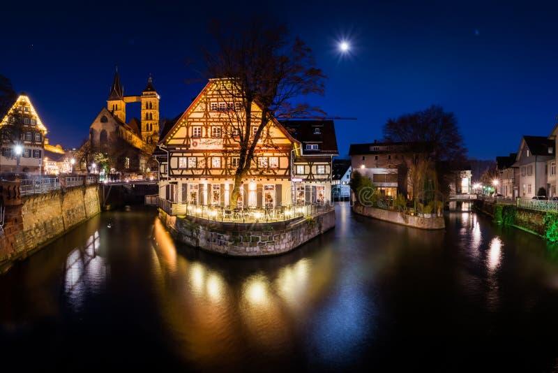 Vinter för jul för Esslingen Neckar kanalrestaurang Beauti 2016 royaltyfri foto
