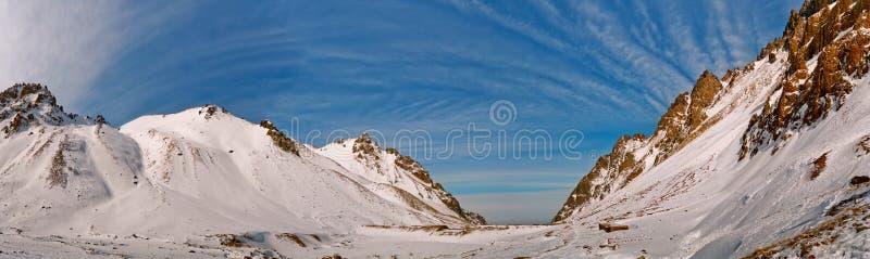 vinter för kazakhstan bergpanorama fotografering för bildbyråer