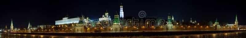vinter för kremlin moscow nattpanorama royaltyfria bilder