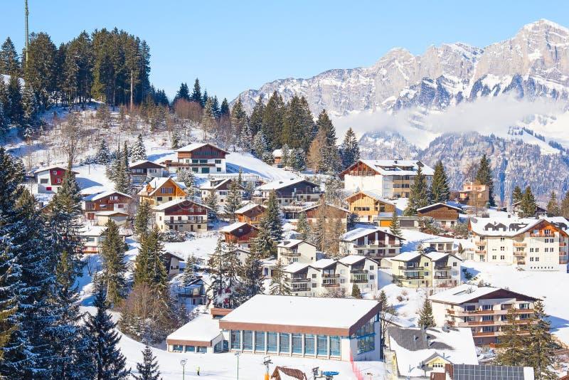 Vinter i alpsna fotografering för bildbyråer