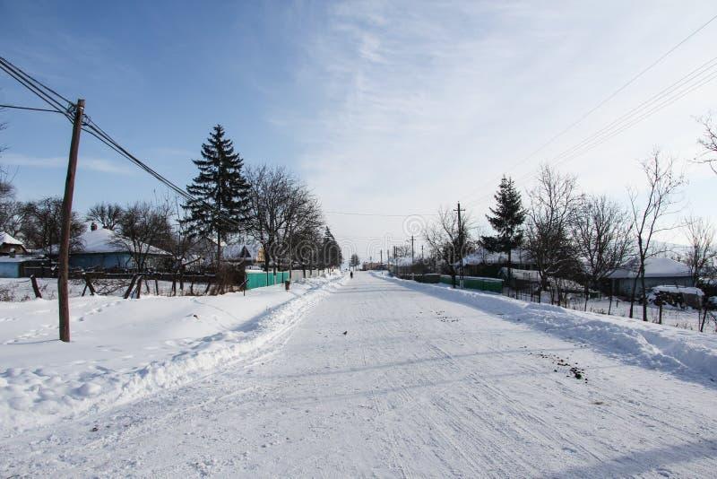 Vinter i bygd fotografering för bildbyråer