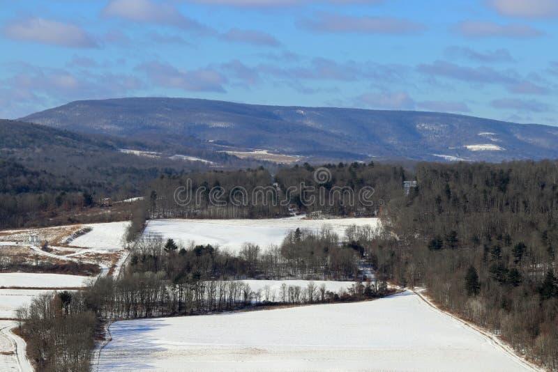 Vinter i de ändlösa bergen royaltyfria foton