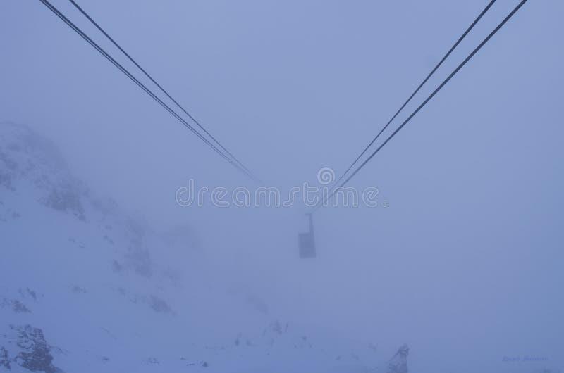 Vinter snö, elevator, skidåkning, sport, blick ner royaltyfria bilder