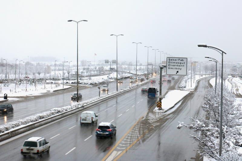 Vinter trafik, väg, stad fotografering för bildbyråer