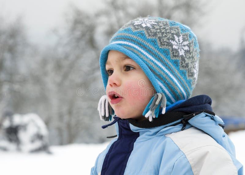 Vinterbarnstående fotografering för bildbyråer
