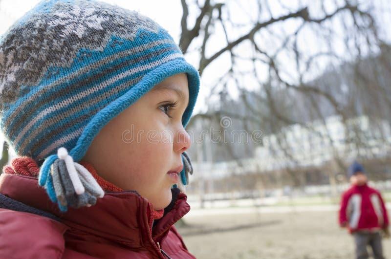 Vinterbarnstående royaltyfri bild