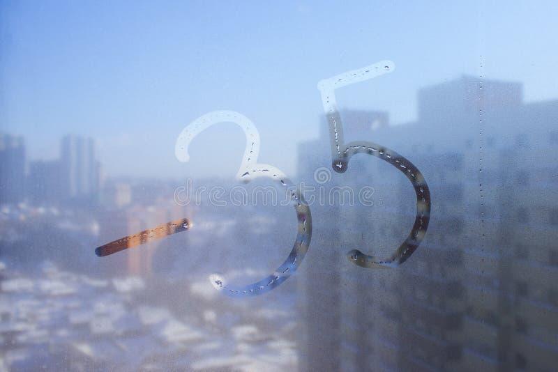 Vinterdag, inskrift på svettigt exponeringsglas - negativ 35 royaltyfria foton