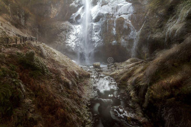 Vinterfrysning på Multnomah nedgångar i Portland Oregon arkivfoton