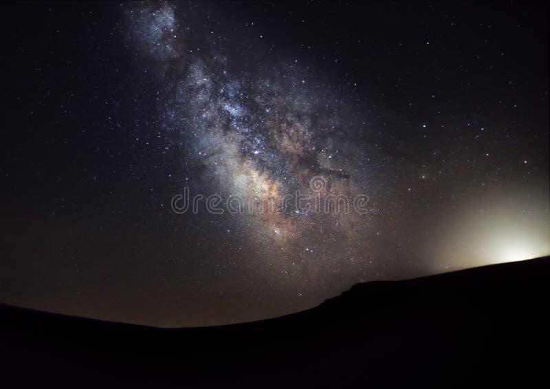 Vintergatan över platån av musor royaltyfri fotografi