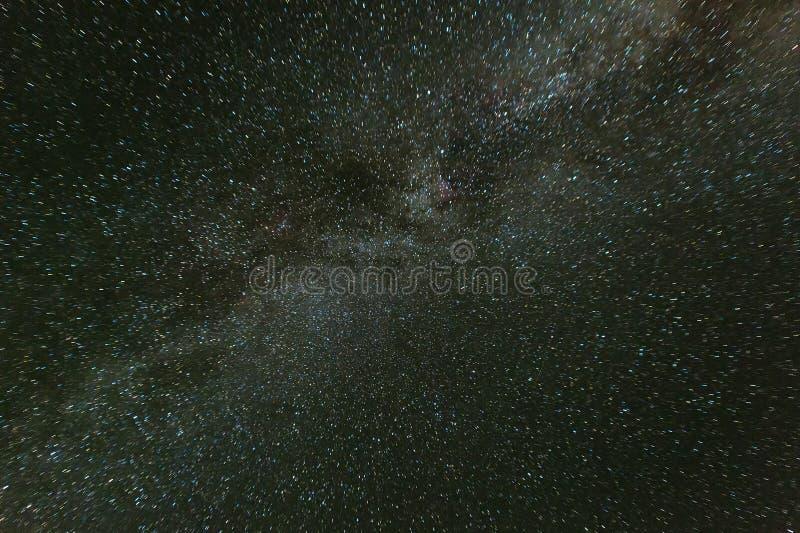 Vintergatan i nattstjärnahimmel Kamchatka halvö royaltyfri foto
