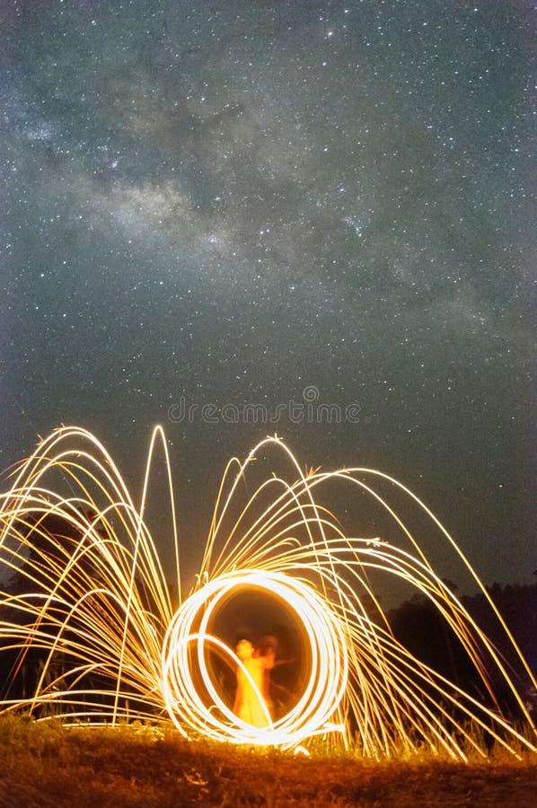 Vintergatan- och snurrull royaltyfria bilder