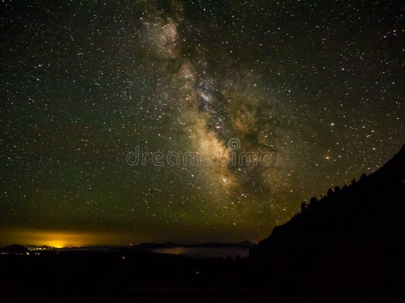 Vintergatan och stjärnor arkivbild