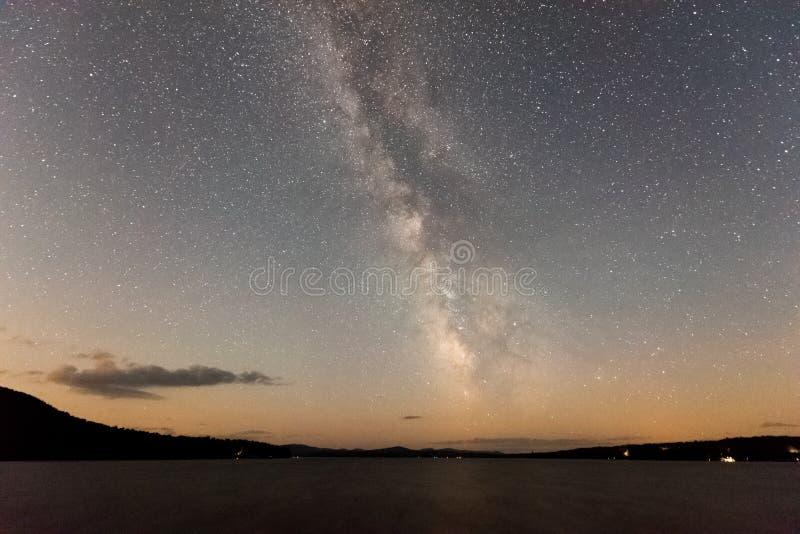 Vintergatan och stjärnor arkivfoton