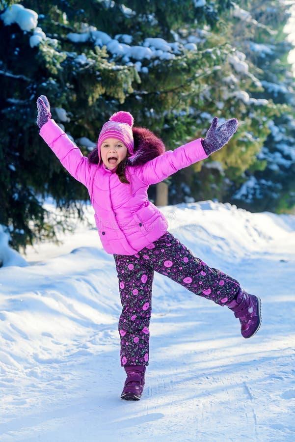 Vinterkläder för ungar arkivfoto
