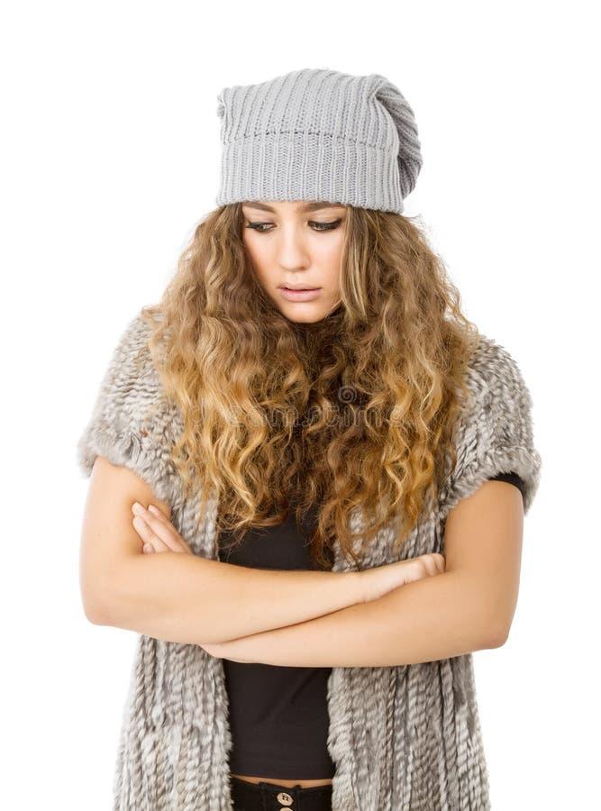 Vinterklänning för en ledsen trevlig modell royaltyfria bilder