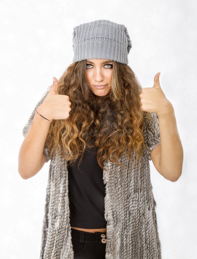 Vinterklänning och positivt tecken arkivfoton