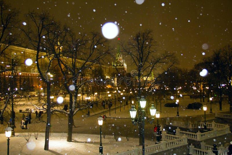 Vinterkväll i Moskva arkivbild