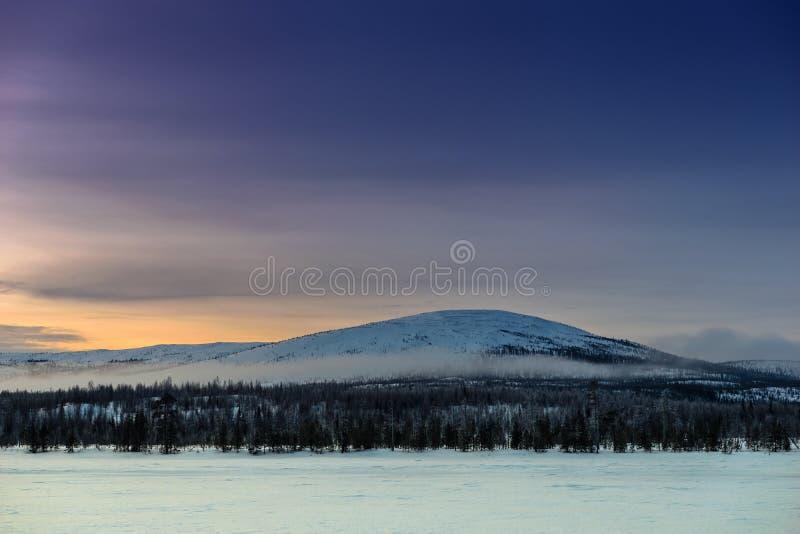 Vinterlandskap i ryss Lapland, Kola Peninsula arkivfoto