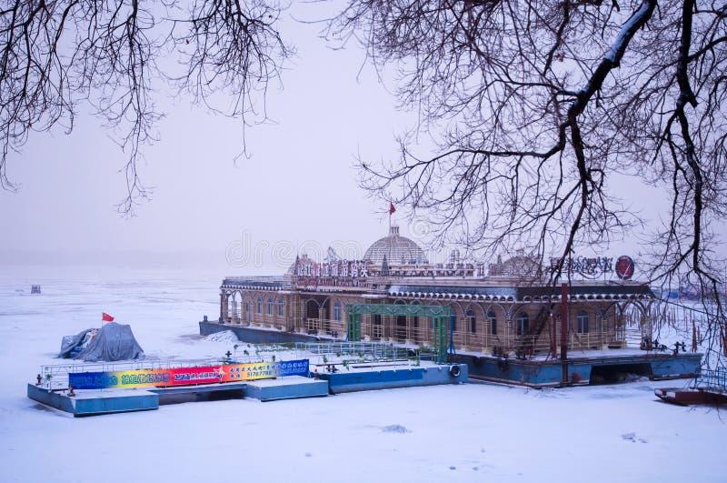 Vinterlandskap i Songhua River royaltyfri foto