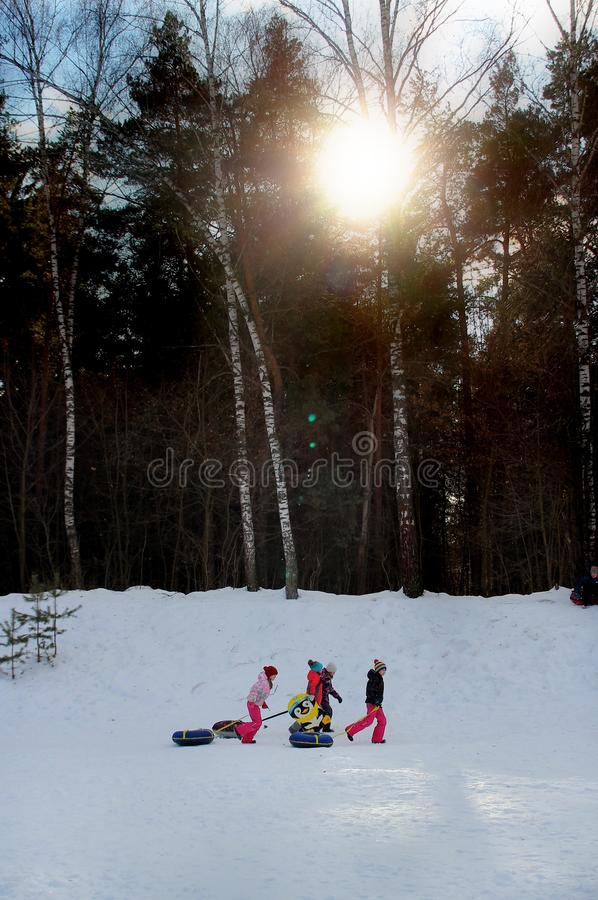 Vintern är dags att ha gyckel arkivbilder