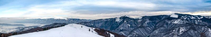 Vintern i Cindrel-bergen fotografering för bildbyråer
