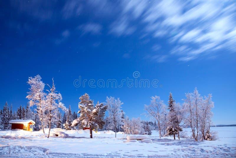 Vintern landskap på natten fotografering för bildbyråer