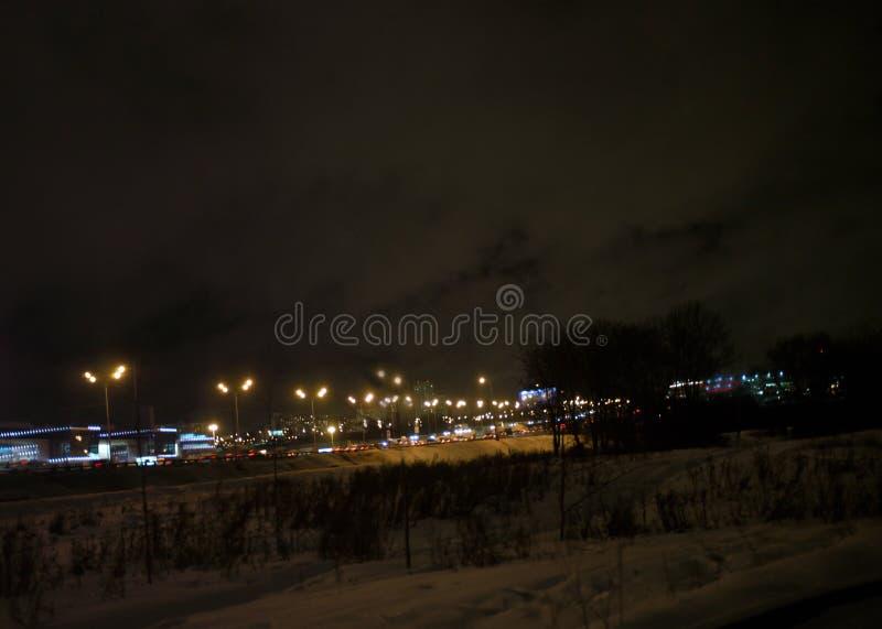 Vinternatttrafik arkivbilder