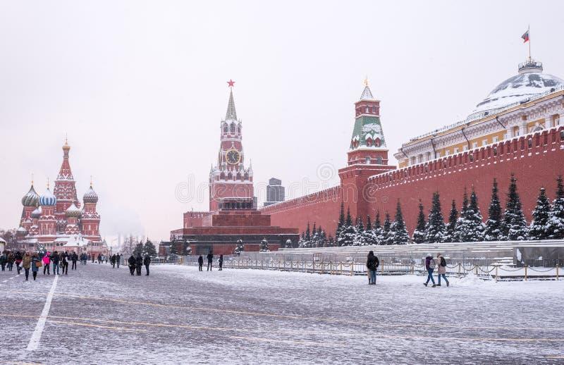 Vinterpanorama av den röda fyrkanten i Moskva arkivbild