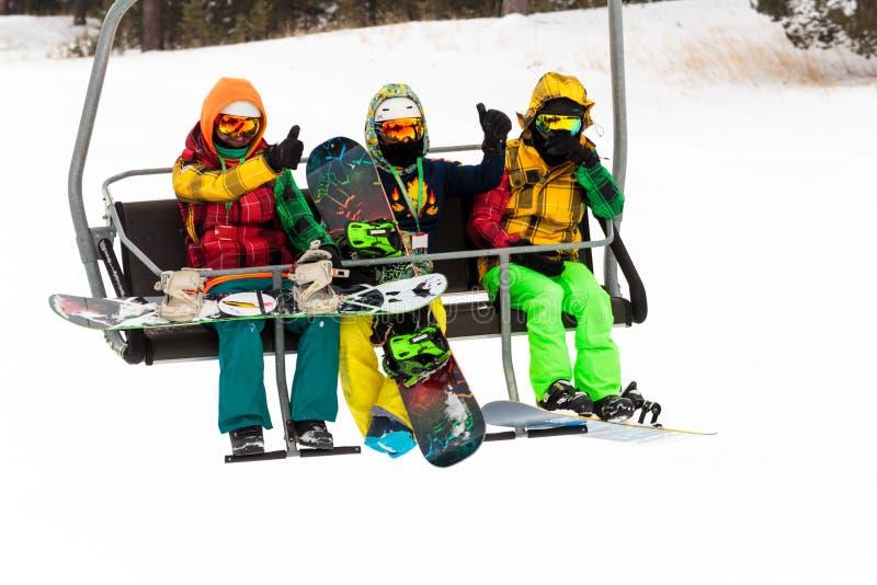 Vintersäsong Ski Lift royaltyfri bild