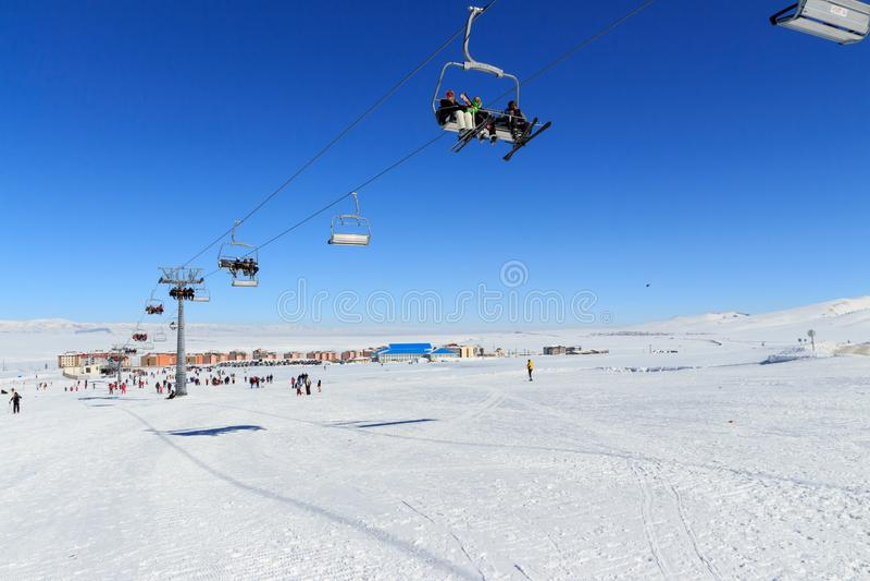 Vintersäsong Ski Lift royaltyfria bilder