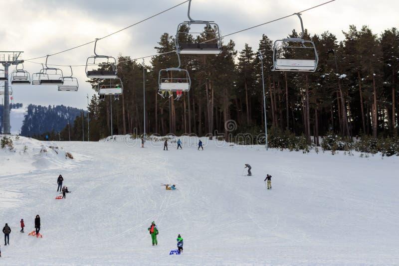 Vintersäsong Ski Lifts royaltyfri fotografi