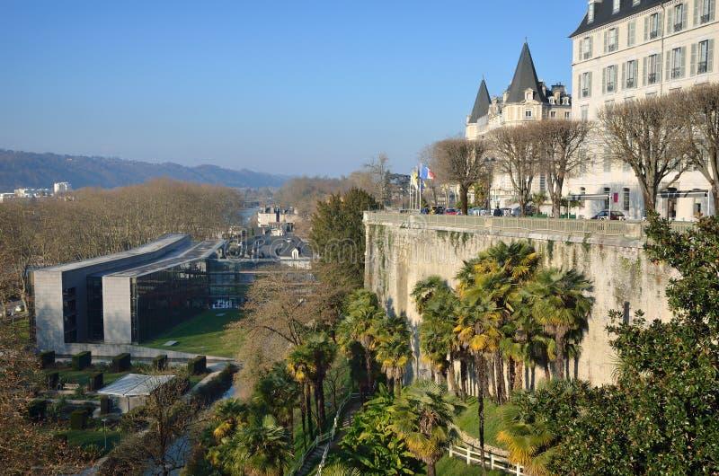 Vintersikt av den franska staden Pau arkivbild